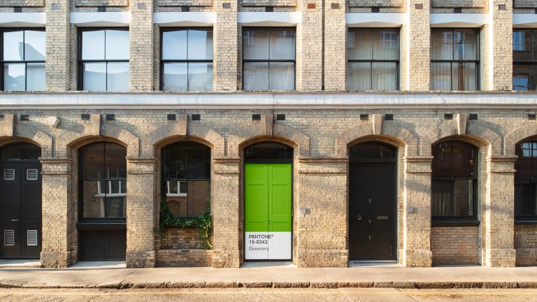 In London PANTONE and Airbnb opens the Greenery